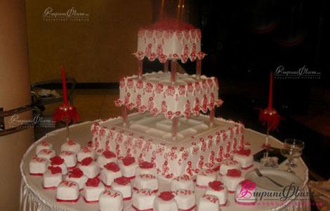 Красный свадебный квадратный торт с таросиками Папайя