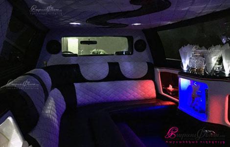 Harsanekan limuzin retro Rolls-Royce srah