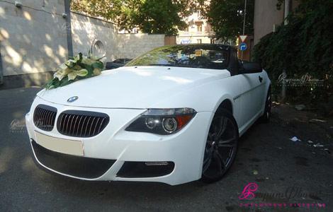 Ծաղիկներով ձևավորած սպիտակ կաբրիոլեր BMW 645