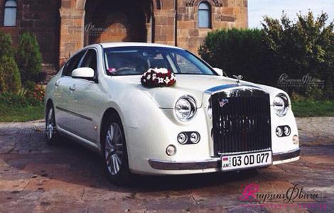 Ռետրո մեքենա հարսանիքի համար՝ սպիտակ Ռոլլս Ռոյս