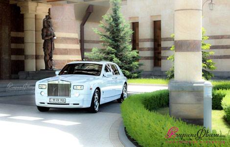 Шикарный роллс-ройс фантом оригинального белого цвета для свадьбы
