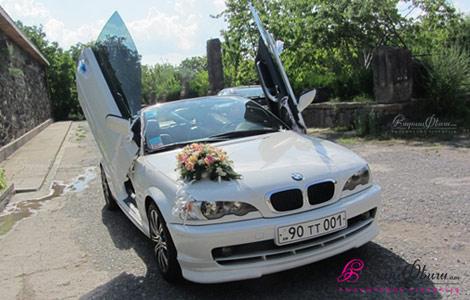 Тюнингованный БМВ купе кабриолет на свадьбу с ламбо-дверями