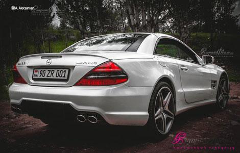 Вид сзади стильного купе кабриолета для свадьбы Mercedes AMG SL 63