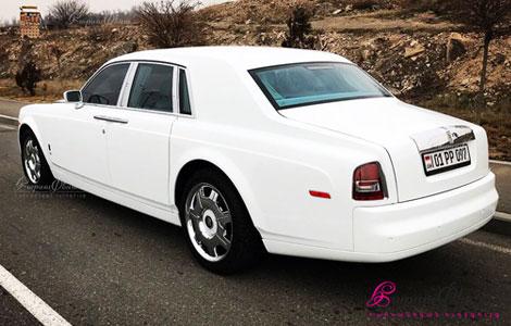 Սպիտակ շքեղ Ռոլլս-Ռոյս հարսանիքի համար վարորդով