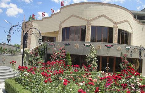 ԷՏՆԱ ռեստորանային համալիրի տոնական սրահի ձևավորում