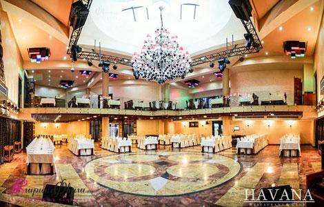 Հավանա Ռեստորանային Համալիրի երկհարկանի սրահ, որը նախատեսված է մինչև 350 անձի համար: