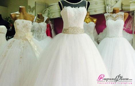 Манекены в свадебных платьях в салоне Лианна