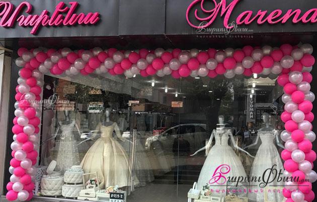 Marena - вход в салон-магазин свадебных и вечерних платьев от всемирно известных брендов