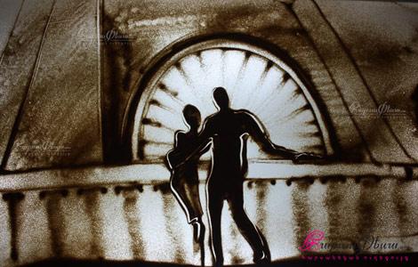 Հարս ու փեսայի նկարը հարսանիքին ավազե շոու նկարչությամբ
