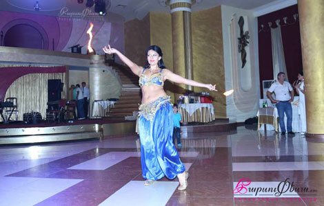 арабский танец живота с огнем на свадьбе