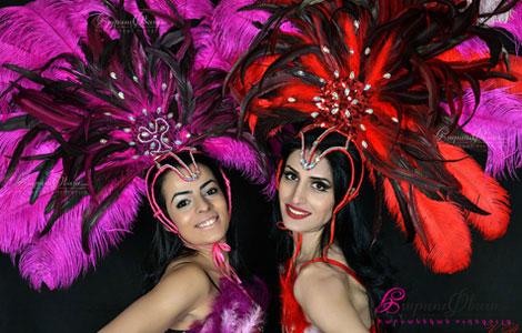 Танцовщицы бразильского самба на свадьбе в Ереване