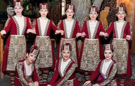 Շիրխանի պարային համույթը ներկայացնում է հայկական ազգային պար հարսանիքին