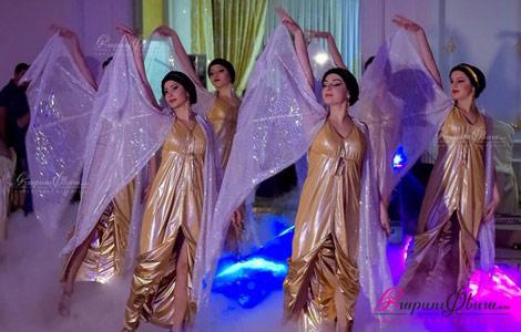 Գեղեցիկ զգեստներով հարսի պարի բեմադրում Իռեն Ուլիխանովայի կողմից