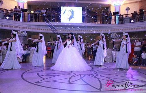 Սոֆի Դևոյան - հայ հարսի յուրօրինակ պարային շոու չորս պարուհիներով հարսանիքի ժամանակ