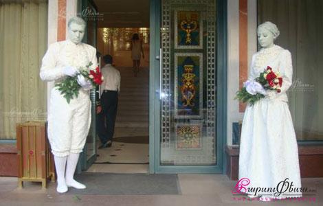 Universal Art - կավե արձանները դիմավորում են հարսանիքի հյուրերին ռեստորանում