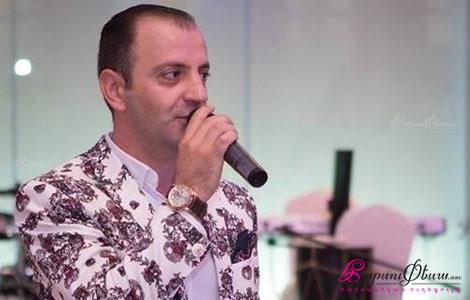 Ведущий на свадьбе Алик Акобян произносит тост