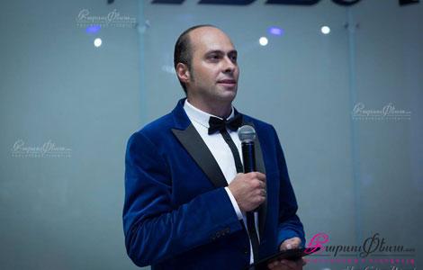 Юморист Арман Геворгян в качестве ведущего на армянской свадьбе