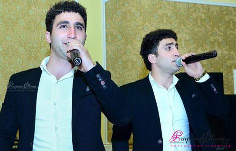 Ведущие на свадьбе - братья-близнецы Арсен и Армен Асатряны