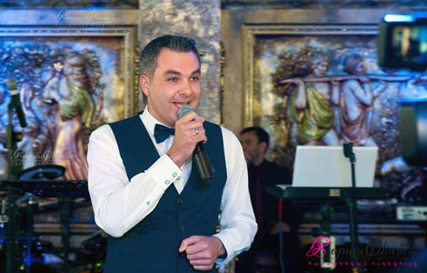 Հաղորդավար Արմեն Սարգսյանը հարսանյաց հանդես վարելիս Երևանում