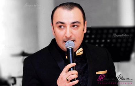 Тамада на свадьбе Артур Берджян произносит тост для молодоженов