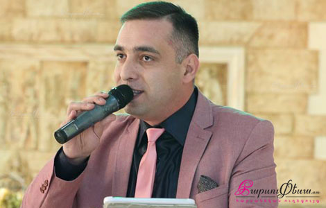 Тамада Артур Арутюнян встречает родителей жениха и невесты в ресторане