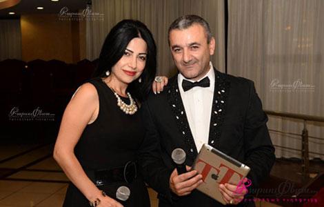 Ведущая на свадьбе Нарине Зурабян вместе с тамадой Тиграном Хачатряном на свадьбе в Ереване
