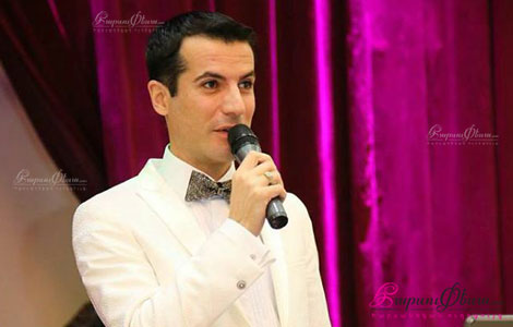 Телеведущий Тигран Арутюнян в роли тамады на свадьбе в Ереване