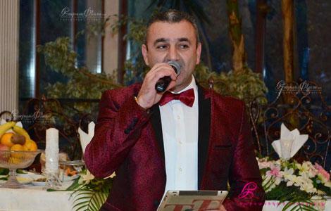 Скрипач и ведущй на свадьбе Тигран Хачатрян произносит тост