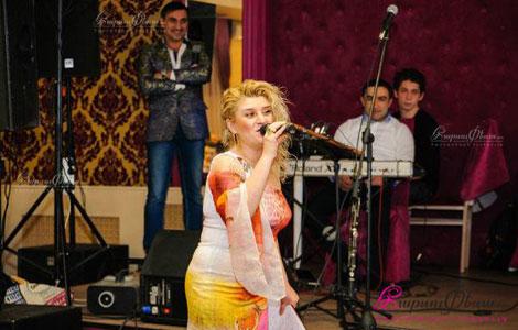Тамада и ведущая на свадьбе Евгине Овсепян зажигательно проводит свадебный вечер